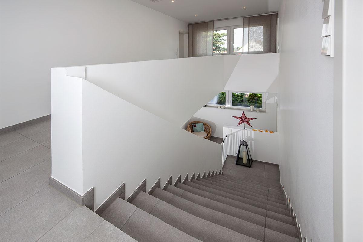 betontreppe verkleiden au en betontreppe verkleiden diese materialien bieten sich an. Black Bedroom Furniture Sets. Home Design Ideas